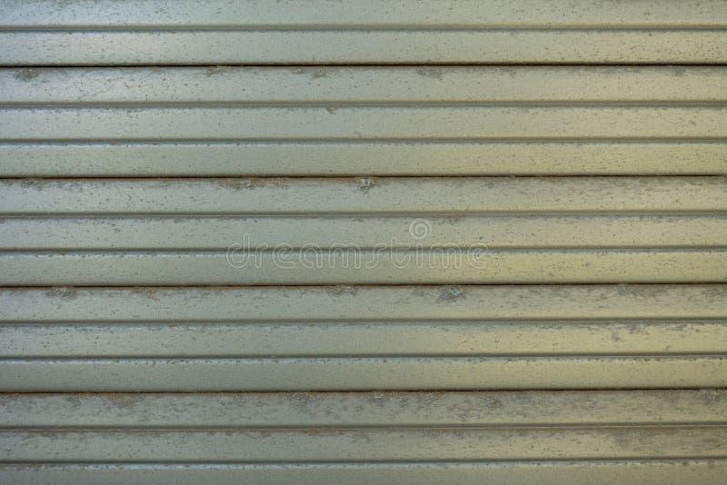 Un fondo de una persiana de un color gris fotografía de archivo libre de regalías