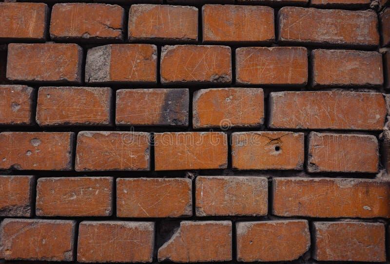 un fondo rojo del ladrillo de la pared de ladrillo que desmenuza imágenes de archivo libres de regalías