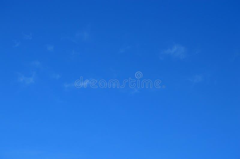 Un forro del cielo azul foto de archivo libre de regalías