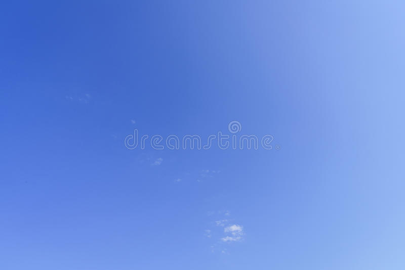 Un forro del cielo azul fotos de archivo