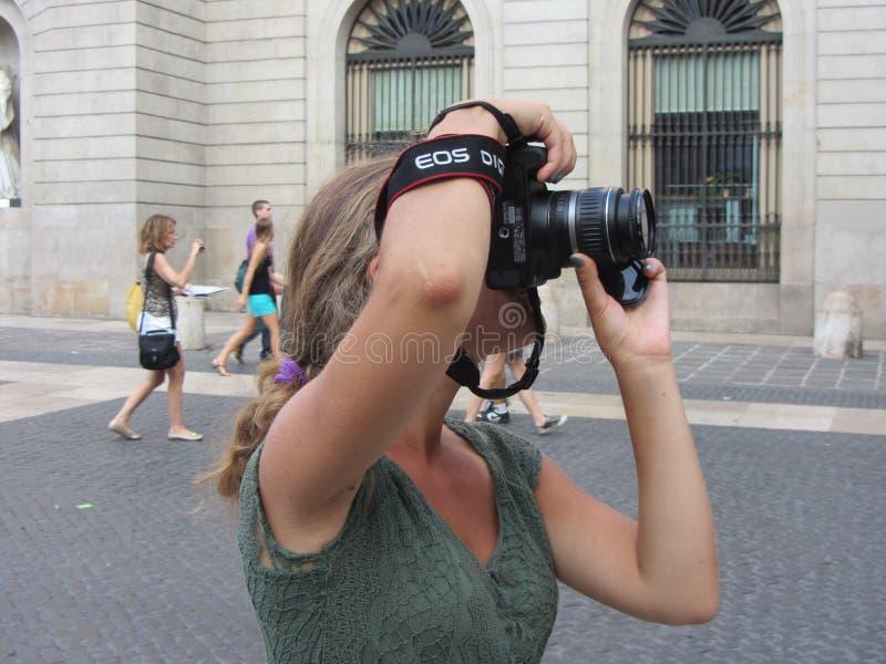 Un fotógrafo que toma la imagen imágenes de archivo libres de regalías