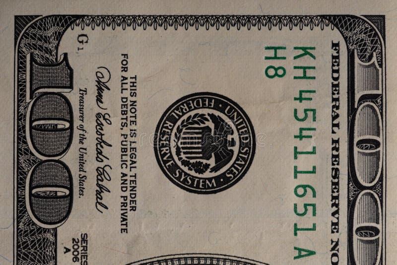 Un fragment d'une facture de 100 dollars US images stock