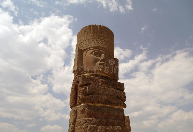 Un frammento di una statua santa in Teotihuacan, Messico fotografia stock