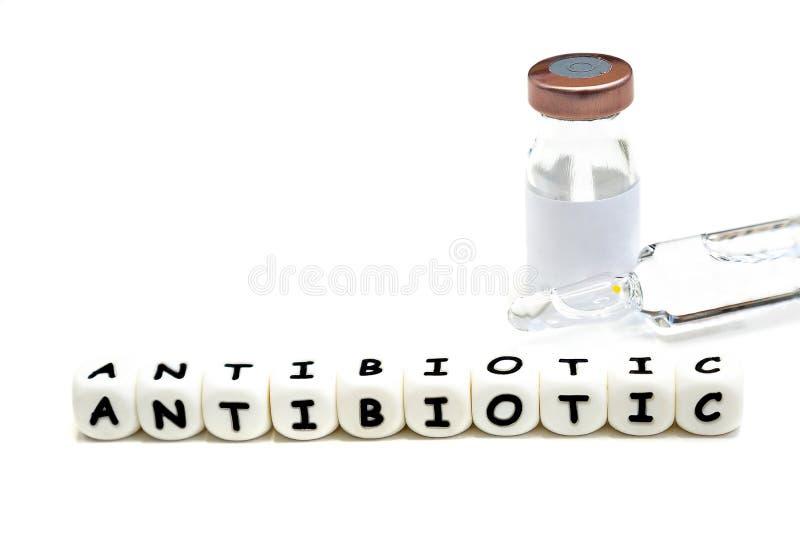 un frasco y un solvente antibióticos fotografía de archivo libre de regalías