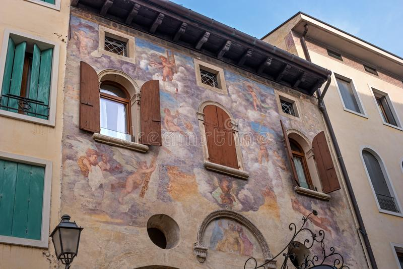 Un fresco antiguo en la pared de la casa Conegliano Italia imágenes de archivo libres de regalías