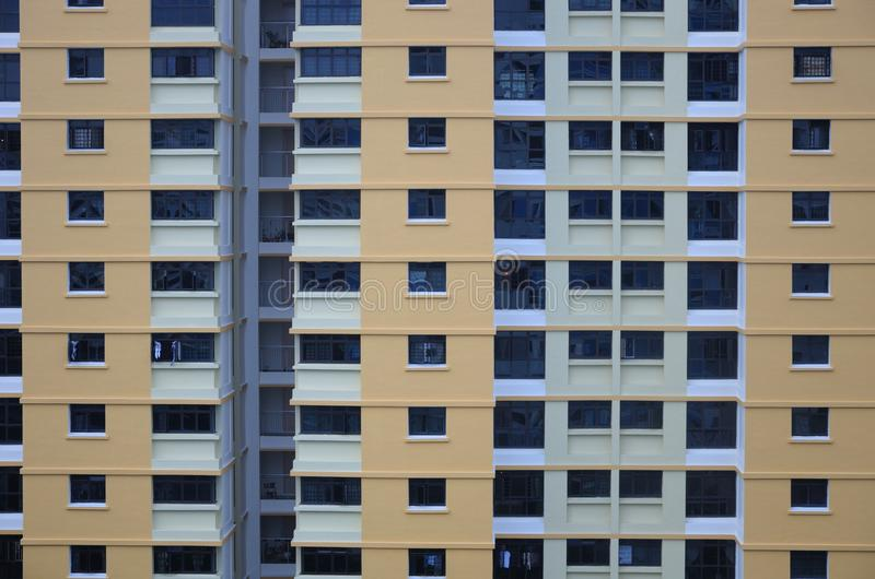 Un fronte esterno di una palazzina di appartamenti fotografia stock libera da diritti
