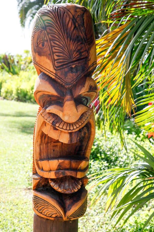 Un fronte Tiki Totem hawaiano immagine stock