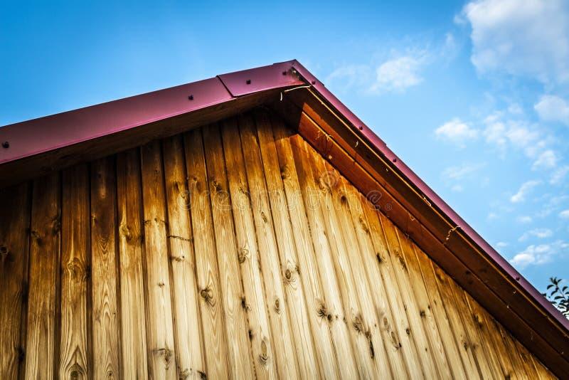 Un fronton d'une maison en bois photographie stock