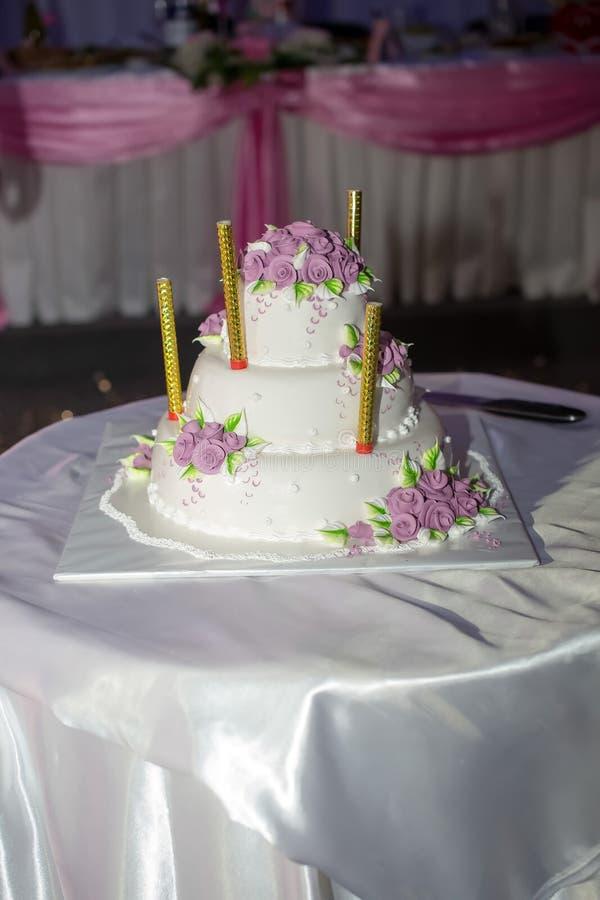 Un gâteau de mariage image libre de droits