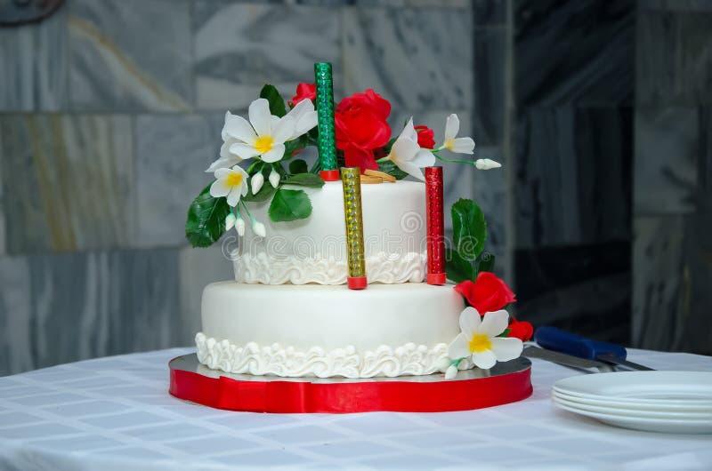 Un gâteau de mariage photos stock