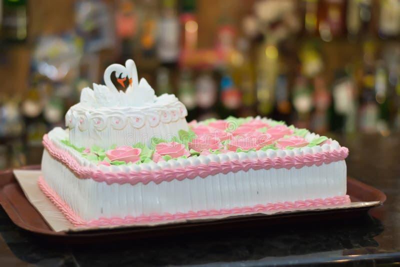 Un gâteau de mariage images libres de droits
