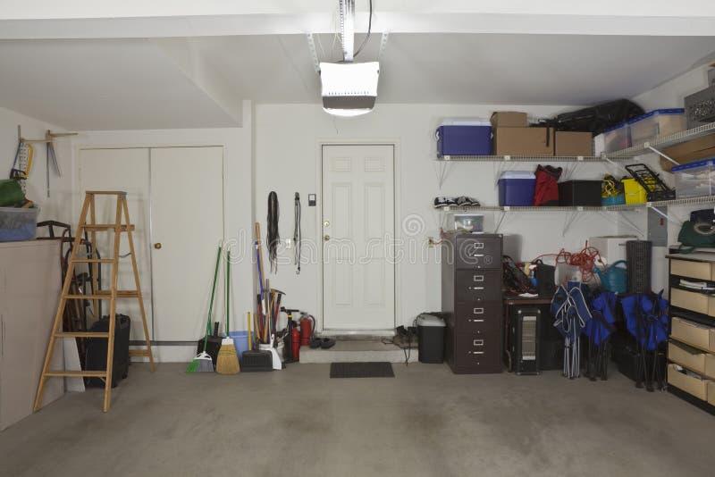 Un garage delle due automobili fotografia stock libera da diritti