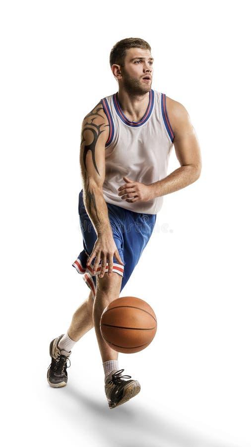 Un giocatore di pallacanestro salta l'isolamento immagine stock
