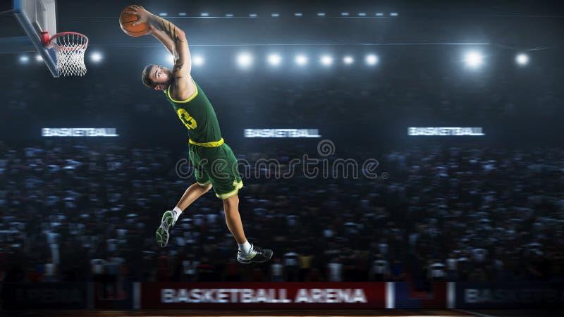 Un giocatore di pallacanestro salta nella vista di panorama dello stadio fotografia stock