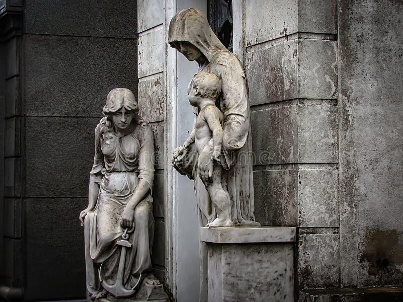 Un giorno piovoso al cimitero di Recoleta, a Buenos Aires, l'Argentina fotografia stock
