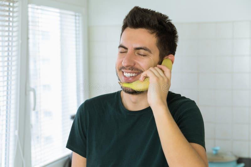 Parlando al telefono datazione