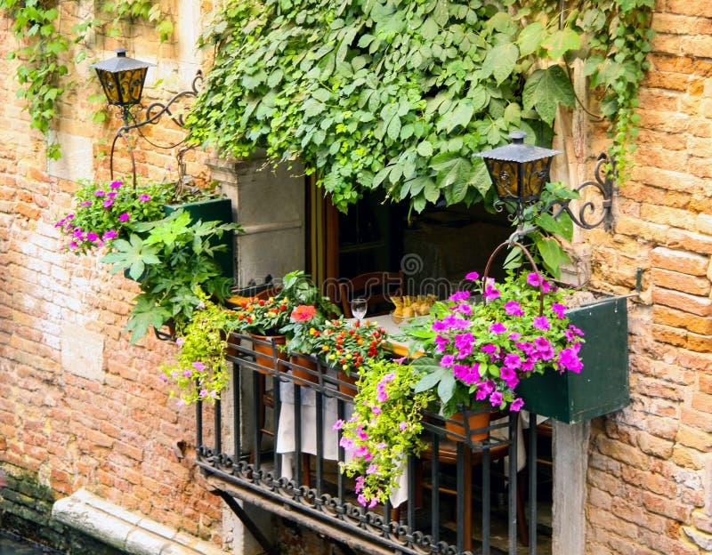 Un gran jardín del balcón fotografía de archivo