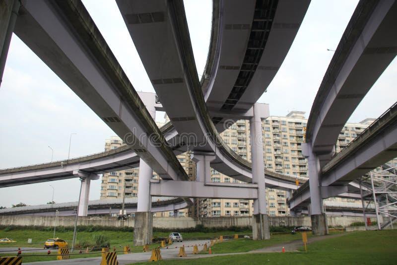 un gran número de puentes fotos de archivo