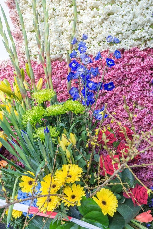 Un grand bouquet de différentes fleurs, différentes couleurs images libres de droits