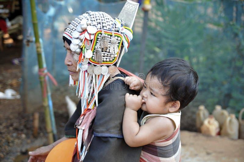 Un grand-mère avec un enfant photo libre de droits