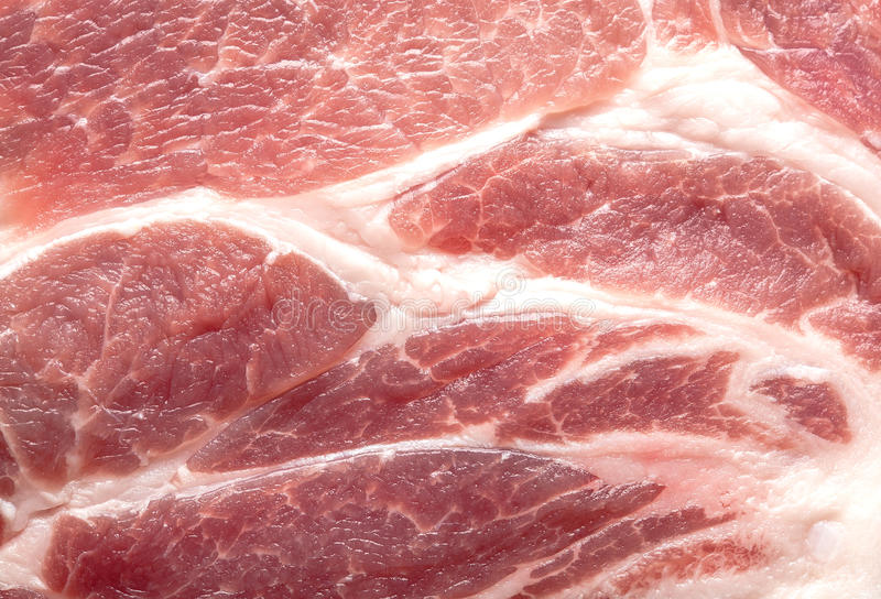 Un grand morceau de viande crue est une image stock