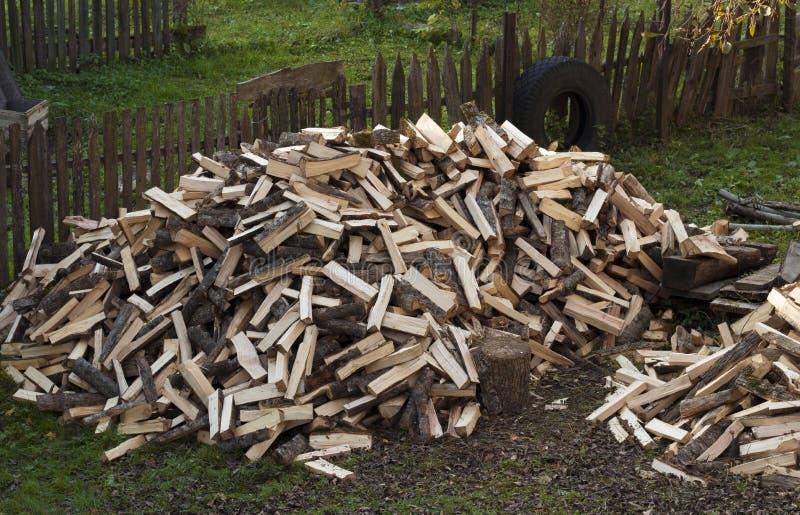 Un grand nombre de bois de chauffage photographie stock