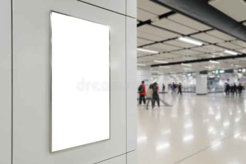 Un grand panneau d'affichage de blanc d'orientation de verticale/portrait image libre de droits