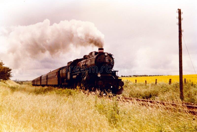 Un grande vecchio treno funzionante del vapore immagine stock