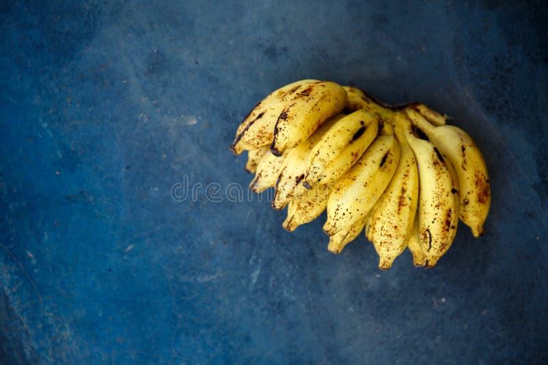 Un groupe de bananes images stock