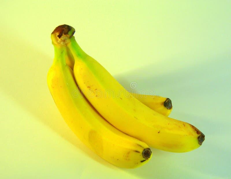 Un groupe de bananes mûres et délicieuses, trois morceaux Plan rapproché photo libre de droits