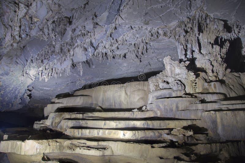 Un groupe de caverne de stalactite photos libres de droits