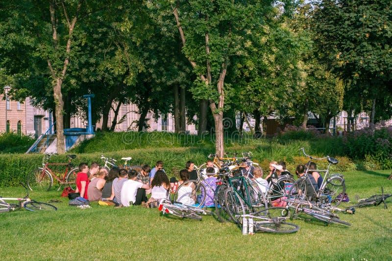 Un groupe de cyclistes photo stock