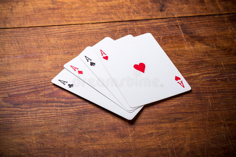 Un groupe de quatre as de carte de jeu image stock