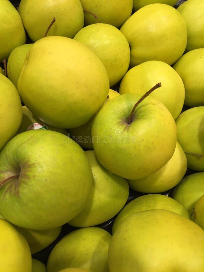 Un groupe entier de pommes photos libres de droits