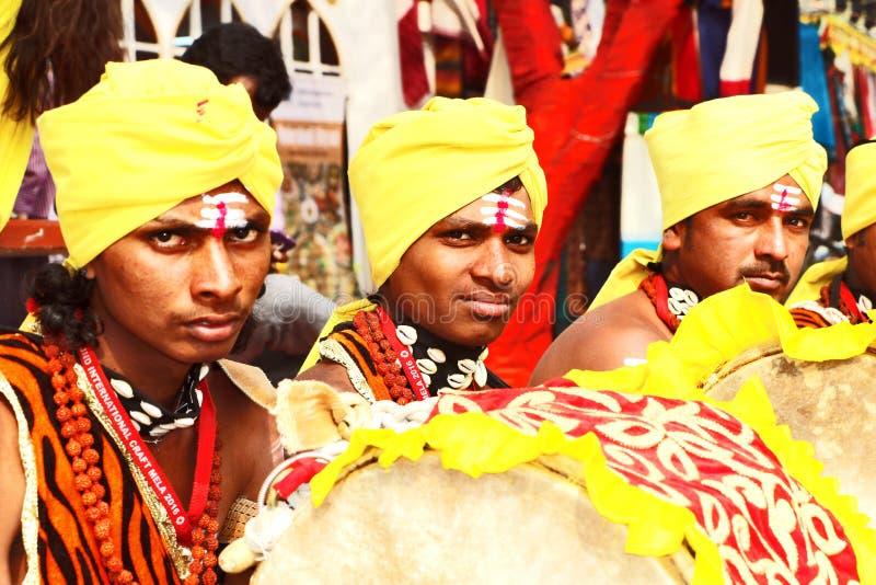 Un grupo de artista popular para realizar su arte en feria pública del arte de Surajkund fotografía de archivo libre de regalías