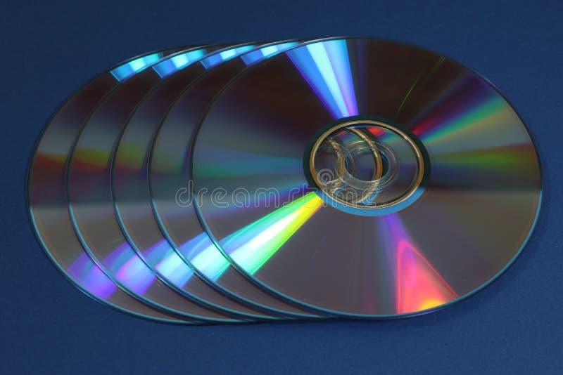 Un grupo de Cdes o de DVDs fotos de archivo libres de regalías