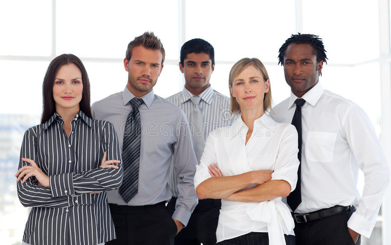 Un grupo de hombres de negocios confidentes foto de archivo