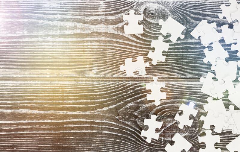 Un grupo de rompecabezas dispersó de una manera caótica imágenes de archivo libres de regalías