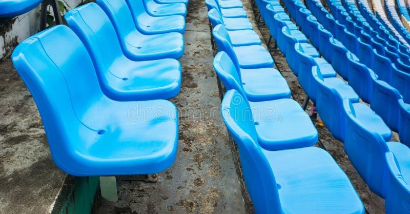Un grupo de sitio vacío o de silla en estadio, teatro o conxert fotografía de archivo