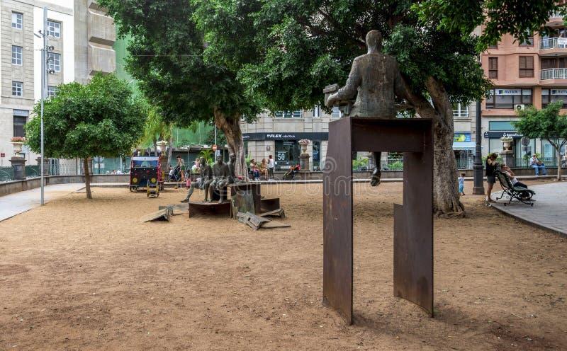 Un grupo escultural 'valor 'instalado en Square del príncipe de Asturias, Santa Cruz de Tenerife, islas Canarias, España imágenes de archivo libres de regalías