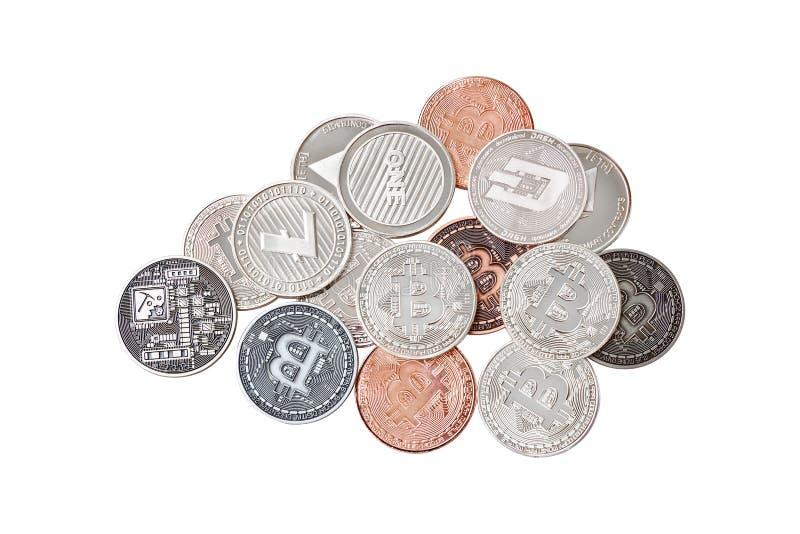 Un gruppo della miscela di cryptocurrency fisico, Bitcoin, Ethereum, Litecoin, pila del un poco su fondo bianco, isolato con il p immagine stock