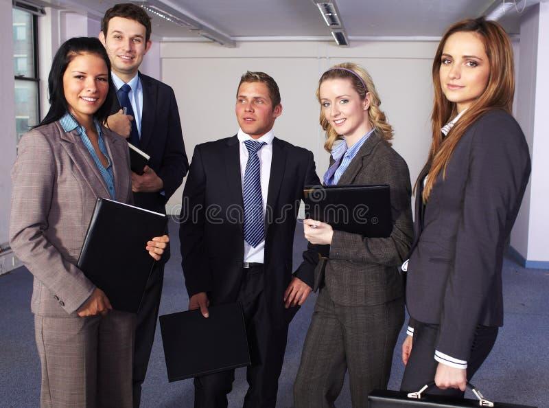 Un gruppo di 5 genti di affari immagini stock libere da diritti