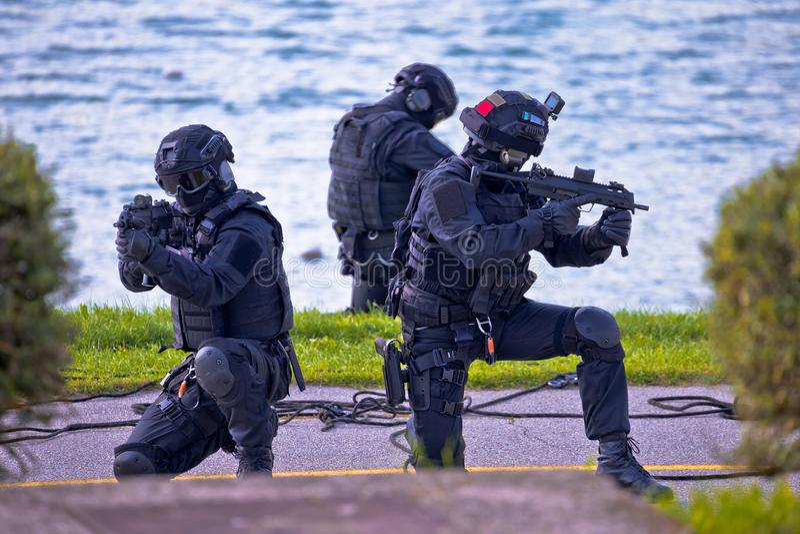Un gruppo tattico delle forze speciali di tre nell'azione immagine stock libera da diritti