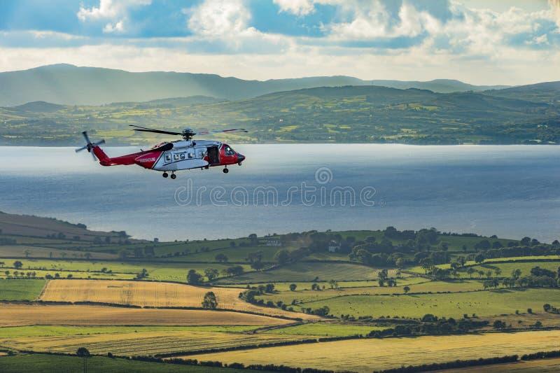 Un hélicoptère de délivrance chez un Grianan d'Aileach, Co le Donegal photo libre de droits