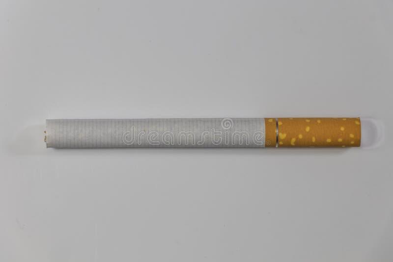 Un haut étroit de cigarettes simples photos libres de droits