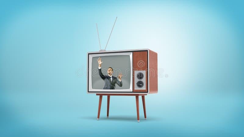 Un hombre de negocios dentro de una pantalla retra de la TV pone sus manos completamente en la pantalla del interior fotografía de archivo libre de regalías