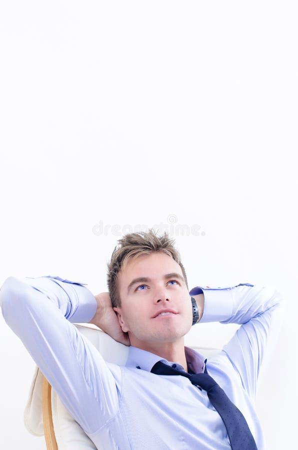 Sueño del hombre de negocios en la oficina fotografía de archivo libre de regalías
