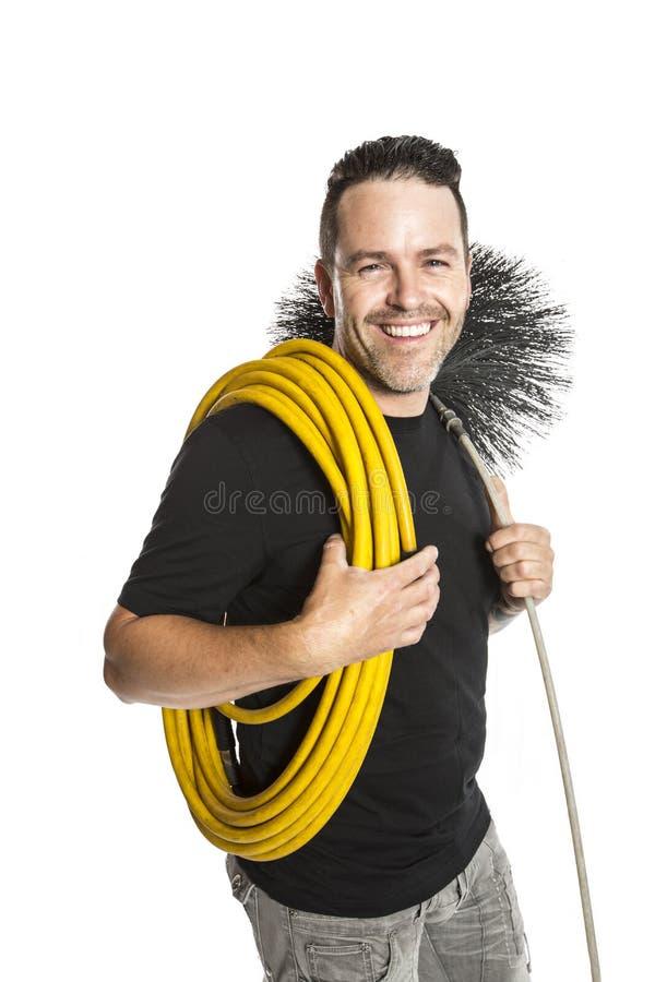 Un hombre del limpiador de la ventilación en el trabajo con la herramienta sobre el fondo blanco fotos de archivo