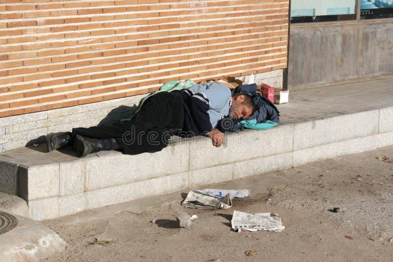 209 Hombre Dormido En La Calle Fotos Libres De Derechos Y Gratuitas De Dreamstime