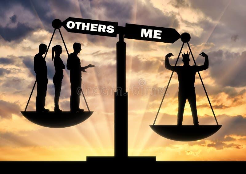 Un hombre egoísta con una corona se considera mejor que una muchedumbre en las escalas de la justicia ilustración del vector